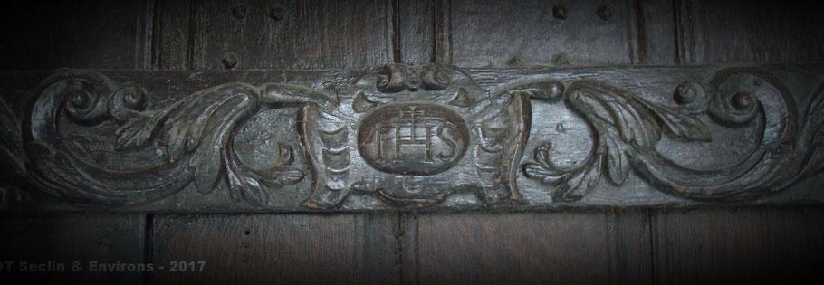 Linteau porte accès salle des malades : IHS (1634) - Hôpital Notre-Dame de Seclin (Crédit : OT Seclin & Environs)