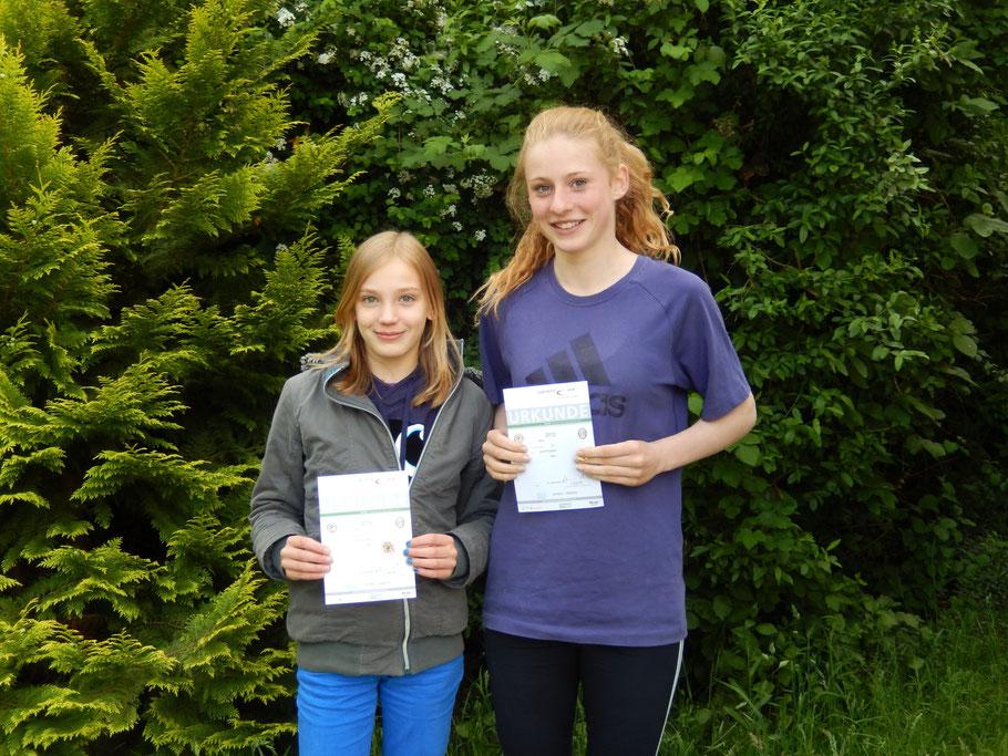 Lea Scheibler und Franca Thiel  wurden 2013 für 6-malige bzw. 4-malige erfolgreiche Teilnahme ausgezeichnet