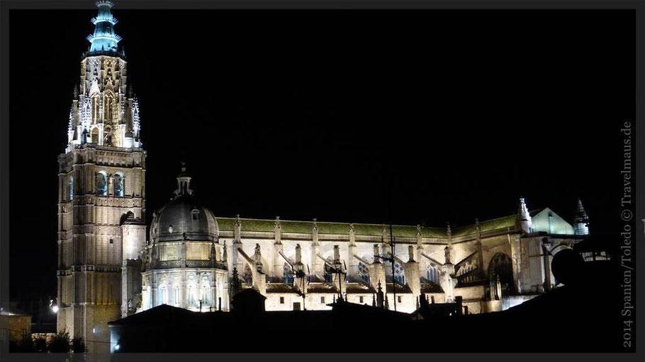 Kathedrale in Toledo bei Nacht
