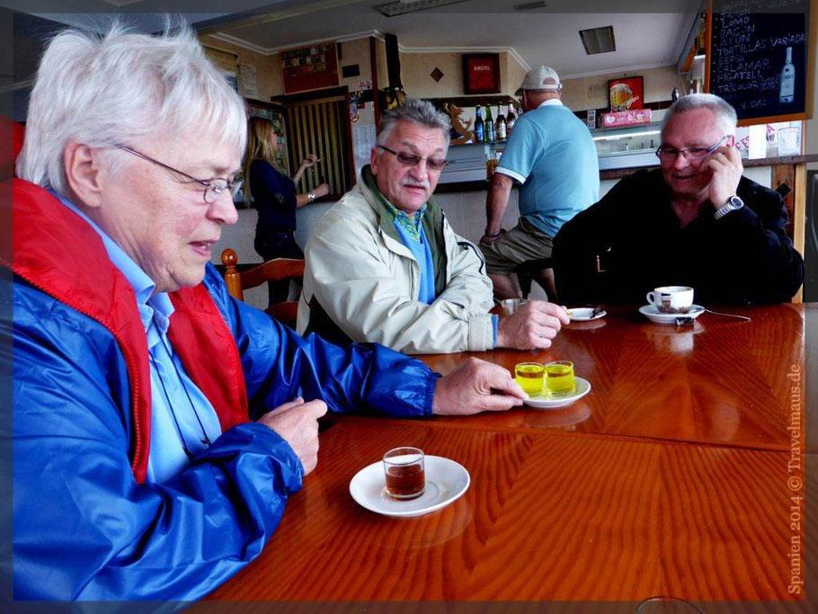 """...unseren Cafe con leche + Likörchen trinken wir in unserer """"Stammkneipe Rio Mar"""""""