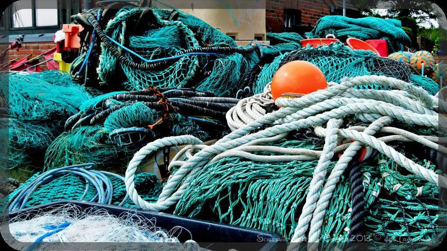 Fischernetze im Hafen von Maasholm