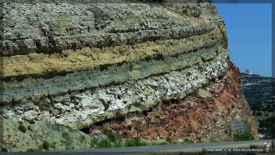 farbige Erdschichten an der I-70 (nahe Eagle Canyon)