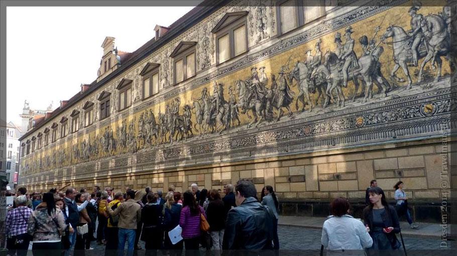 Fürstenzug, 102 lang, Abbildung von 35 Herrschern zw. 1127 und 1904 (Fliesen)