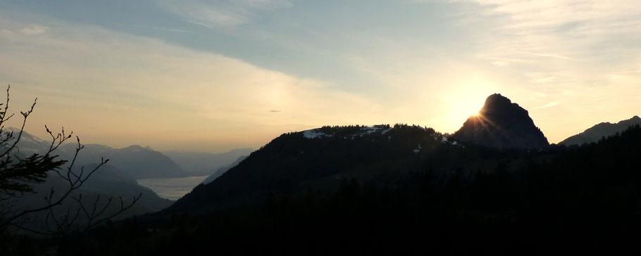 Blick vom Ibergeregg, 1406 M - Sonnenuntergang am Großen Mythen, 1898 M
