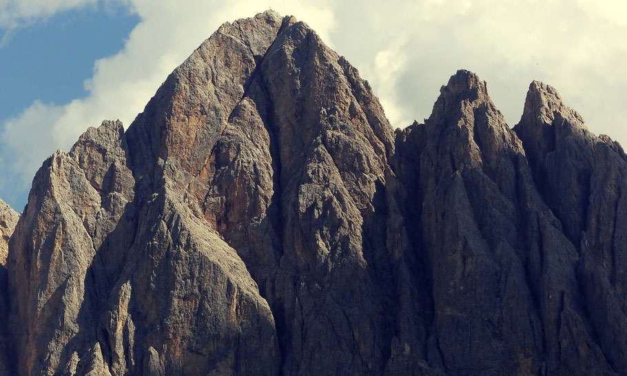 Blick vom Villnösstal in die Geislerspitzen - Sas Rigais 3025 M - Große Fermeda 2873 M - Kleine Fermeda 2814 M