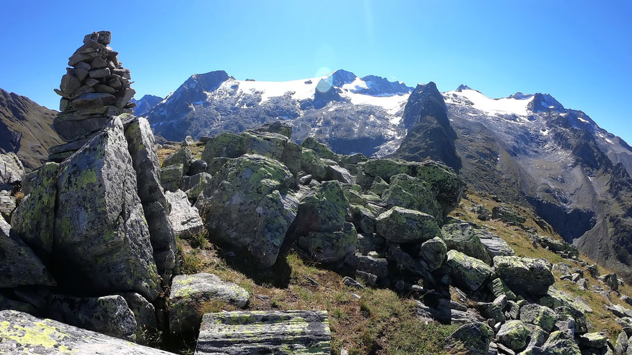 Blick vom Gipfel des Piz Ault - 2479 M -  in die Medelsergruppe