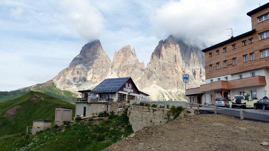 Blick vom Passo di Sella, 2244 M, in die Langkofelgruppe