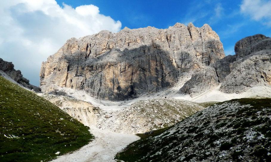 Blick vom Val di Vajolet, ca. 2400 M, auf die Südwestwand des Kesselkogel, 3002 M