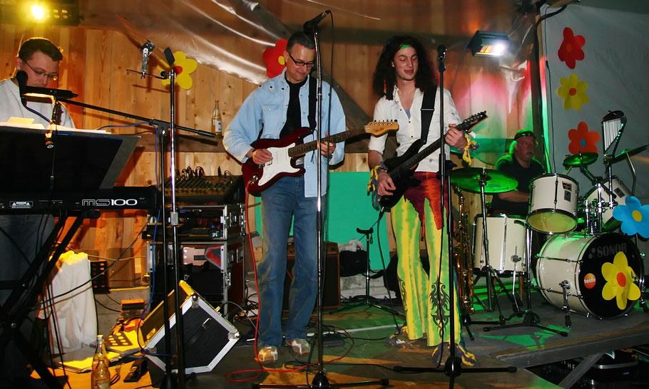 Jam-Session bei der Hippie-Fete 2008 in der Seeräuberhalle in Titisee mit Maikel, HP, Chris und Detlef