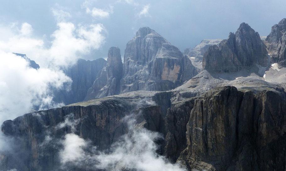 Blick vom Gipfel des Gran Cir auf die Cima Pisciadù, 2985 M