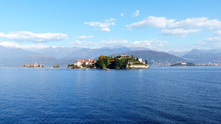 Blick von Stresa (von li. nach re.) - Isola dei Pescatori (1) - Scoglio della Malghera (2) - Isola Bella (3) - Isola Madre (4)
