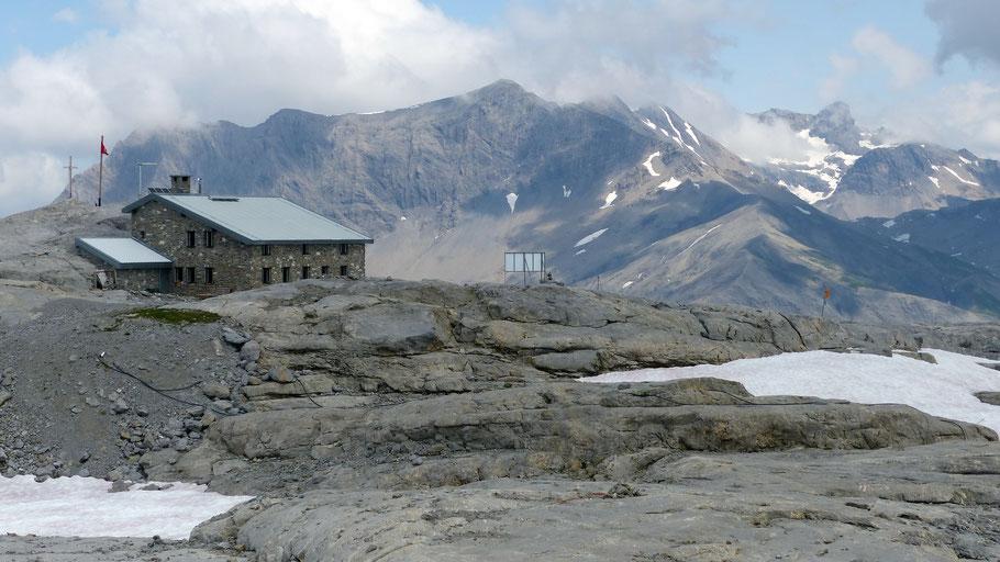 Cabane de Prarochet, 2556 M - Arpelistock, 3036 M