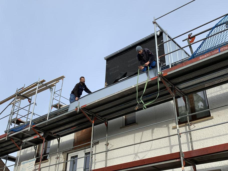 Blecharbeiten auf dem Dach - Blechnerei Marxzell