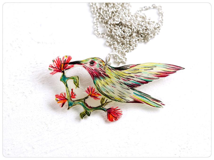 Silberkette mit gezeichnetem Vogelnhänger