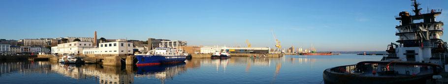Brest : le port de commerce avec le remorqueur Abeille Bourbon (2). © Christophe Pluchon