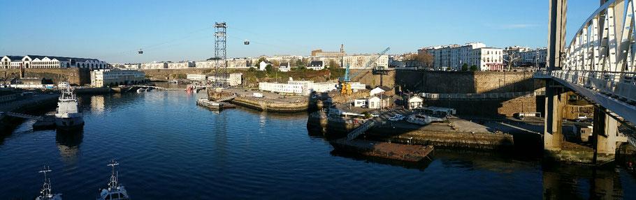 Brest : vue sur les Capucins, le téléphérique et la Penfeld. © Christophe Pluchon