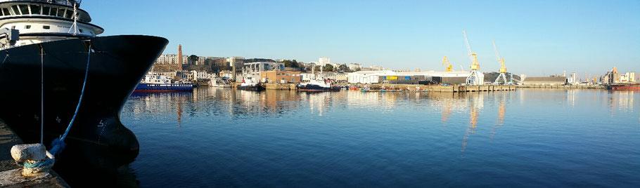 Brest : le port de commerce avec le remorqueur Abeille Bourbon (1). © Christophe Pluchon
