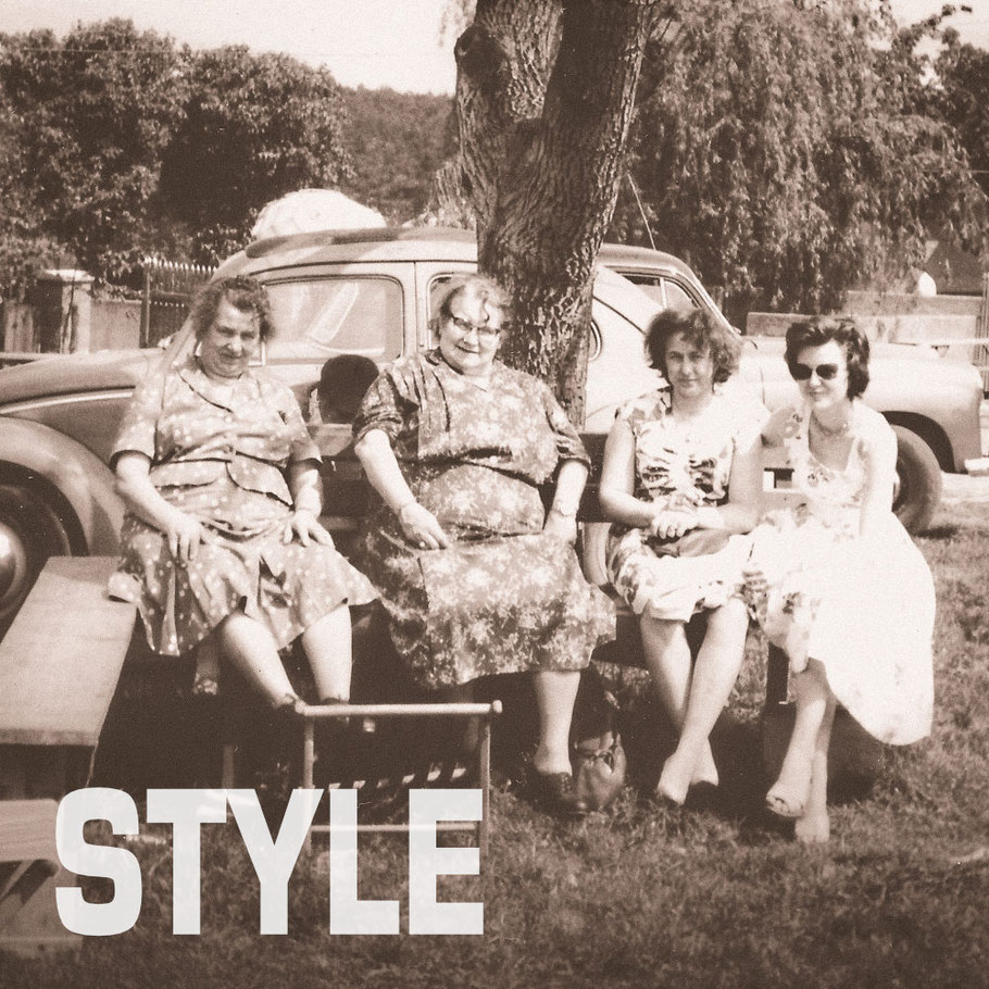 Oma Wilhelmine beim Sonntagausflug mit ihren Freundinnen in den 50ern