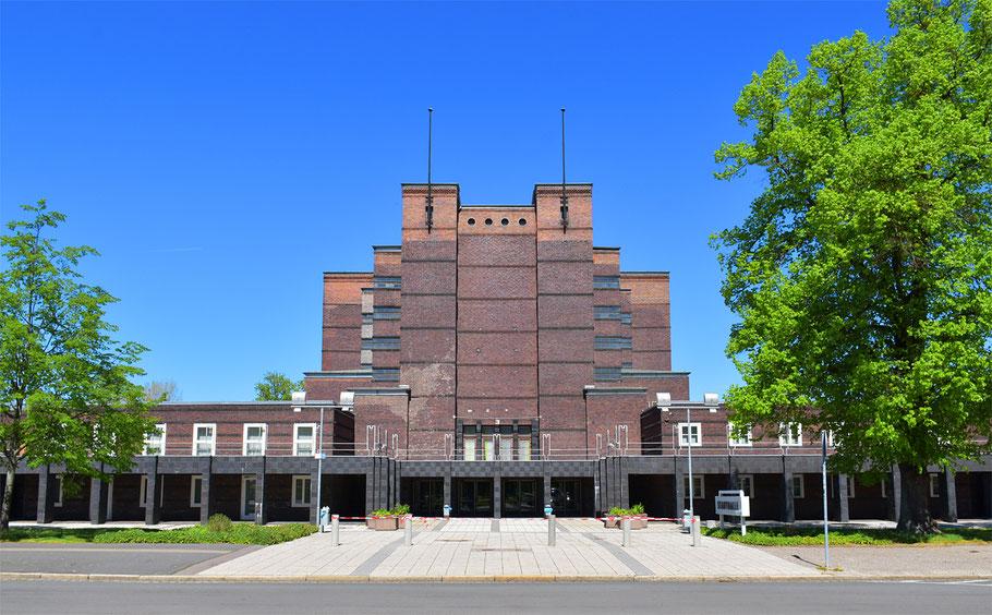 Portal der Stadthalle Magdeburg - heute