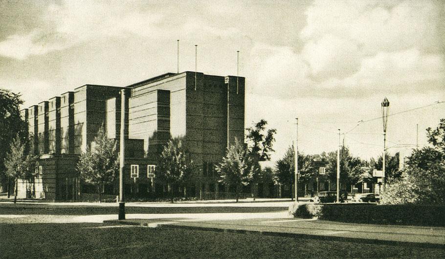 Portal der Stadthalle
