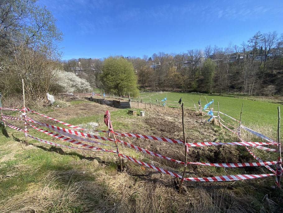 Ein Stück Land wurde von der Stadt Siegen einer deutschen und zwei Familien mit Migrationshintergrund überlassen zur Gartengestaltung, ein Teil des Netzwerkes.