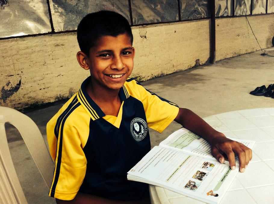 """Subash und sein kleiner Bruder Sagar sind die neuesten """"brothers"""" in Gongabu."""