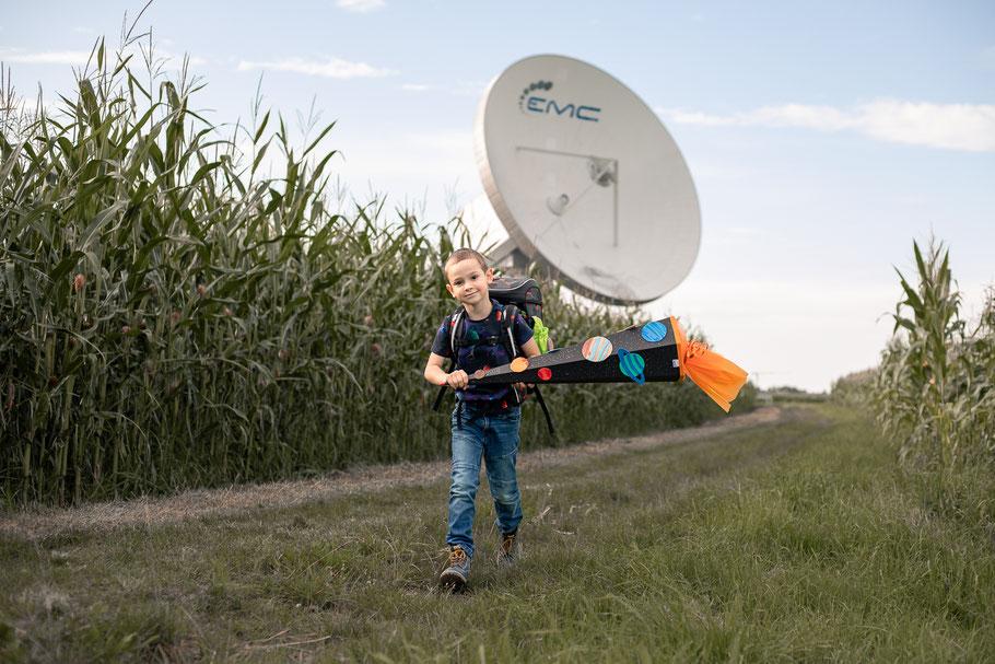 Einschulung, erster Schultag, Schulkind, Schultüte, Ranzen, Draußen, Kinderfoto, Kitafoto, Kindergartenfotograf