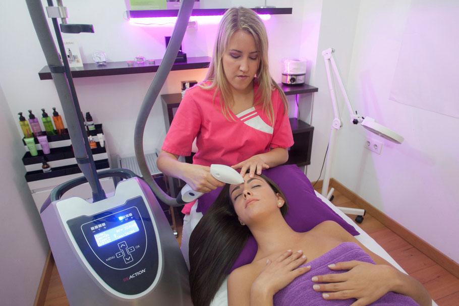 Alba realiza un tratamiento de Reaction Facial