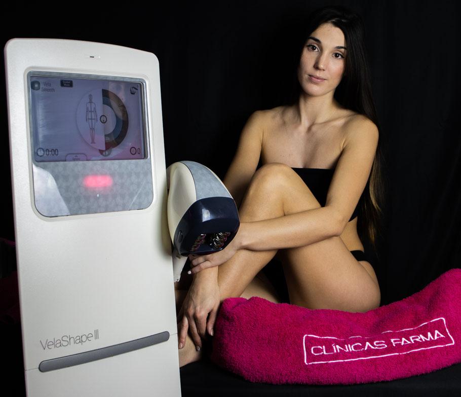 Rocío realizando un tratamiento Vela3 en glúteo