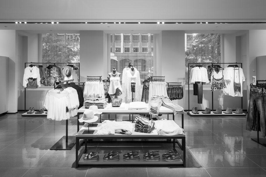 Der neue Store glänzt mit großzügigem, modernem Design