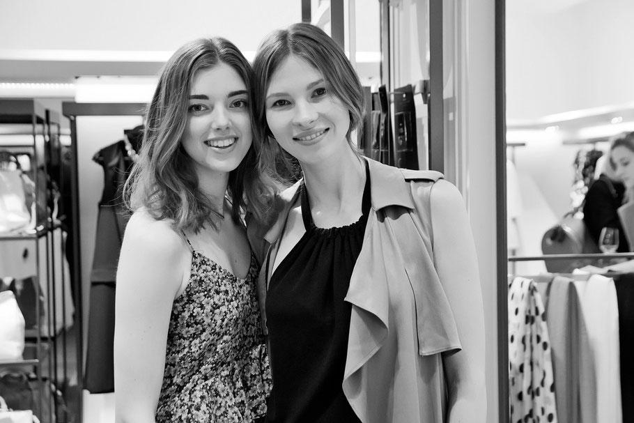 Beim Shopping getroffen: Karla Kuhlmann, Model unserer aktuellen Modestrecke (rechts), mit Begleitung
