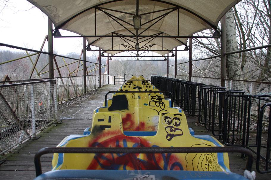 Diese Bahn führte durch den halben Park