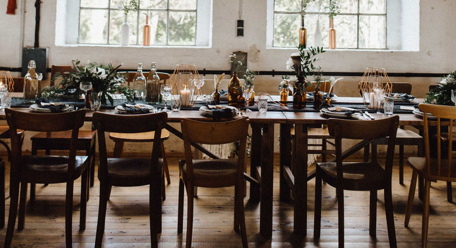Vintagestühle Holzstühle Hochzeit mieten leihen