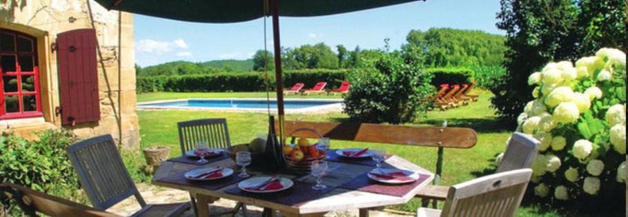 Locations de vacances Périgord| Demeure de charme|Terrasse et piscine
