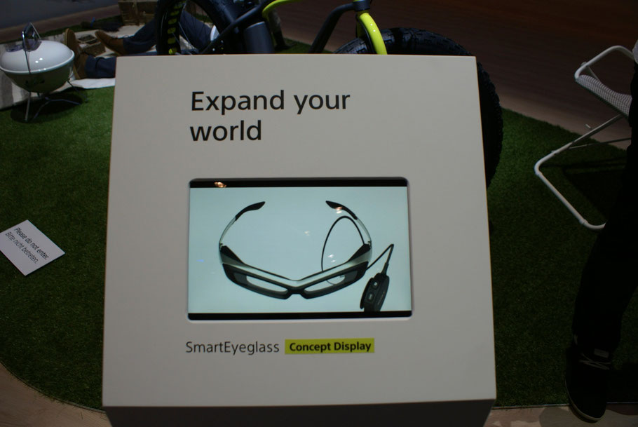 Damit Ihr einen Eindruck bekommt wie die Sony SmartEyeglass aussehen wird. In der IFA - Berichterstattung erzähle ich mehr darüber.