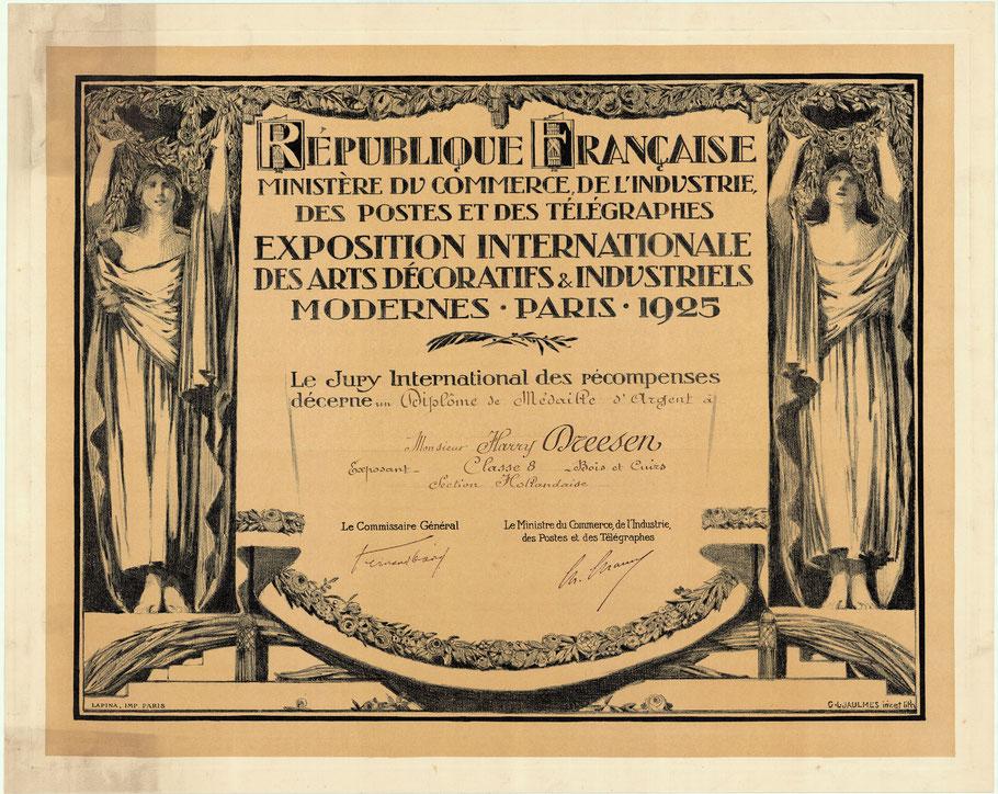 "Zilvermedaille bij de tentoonstelling ""Exposition Internationale des Arts Décoratifs & Industriels Modernes"" Paris 1925"