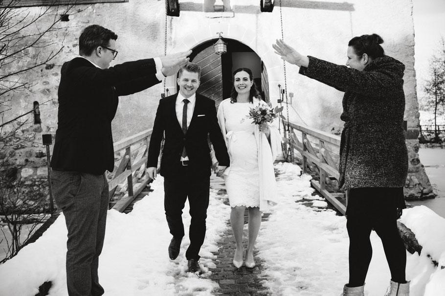 Hochzeitsfotograf schweiz st.gallen thurgau toggenburg zürich lichtenstein ostschweiz Hochzeit Fotograf Berghochzeit Hochzeitsreportage Boho Vintage genuin fotografie schwangerschaftsshooting schwangerschaft portrait babybauchshooting schloss hagenwil