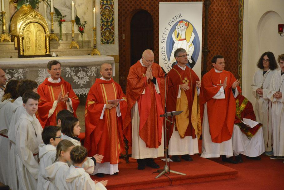 Die pfarrübergreifende Firmung am Pfingstmontag 2016 mit Firmspender Monsignore Leo Maasburg