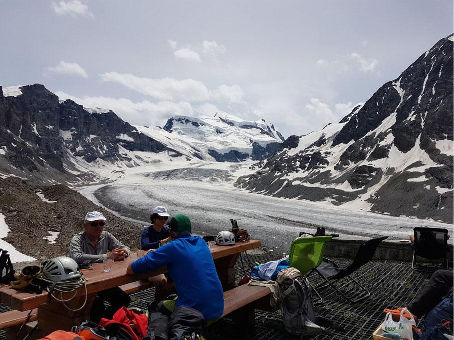 Photo Alain Ayroulet - Le Grand Combin depuis la cabane de Panossière. Camp d'été d'alpinisme, juillet 2019