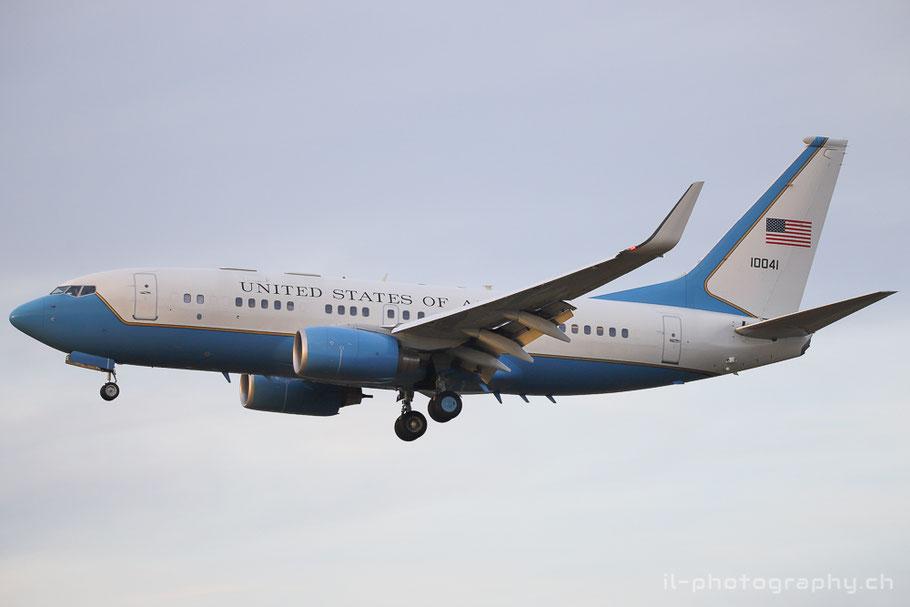 US Air Force Boeing B737-700 BBJ C-40B für den Besuch von Präsident Trump in Zürich.