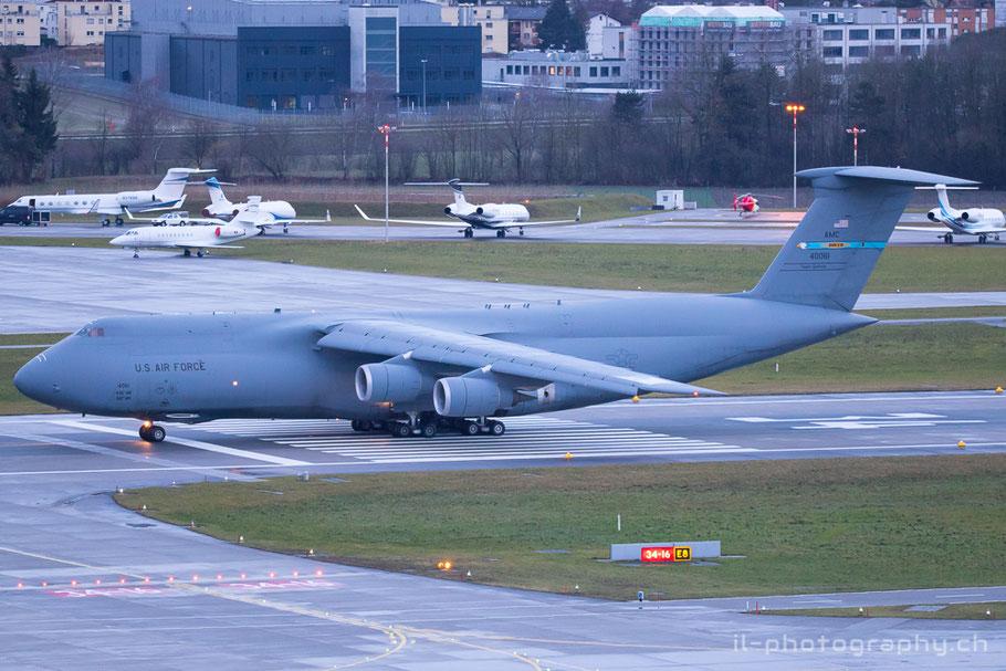 Lockheed C-5 Galaxy der US Air Force anlässlich des WEF in Davos.
