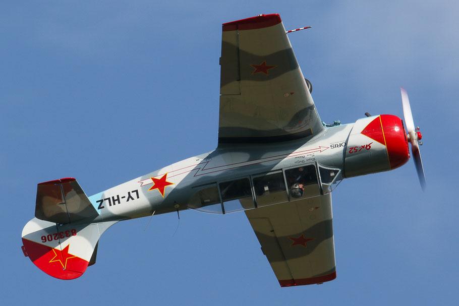 Yakovlev Yak-52 LY-HLZ von David Oldani.