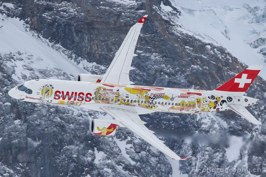 Swiss und die Patrouille Suisse bei einer Vorführung anlässlich der Lauberhornrennen.