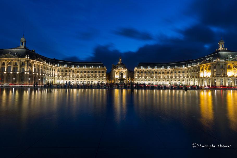 Bordeaux miroir d'eau la nuit