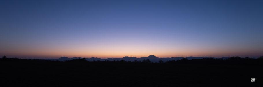 Lever de soleil sur la chaîne des Puys