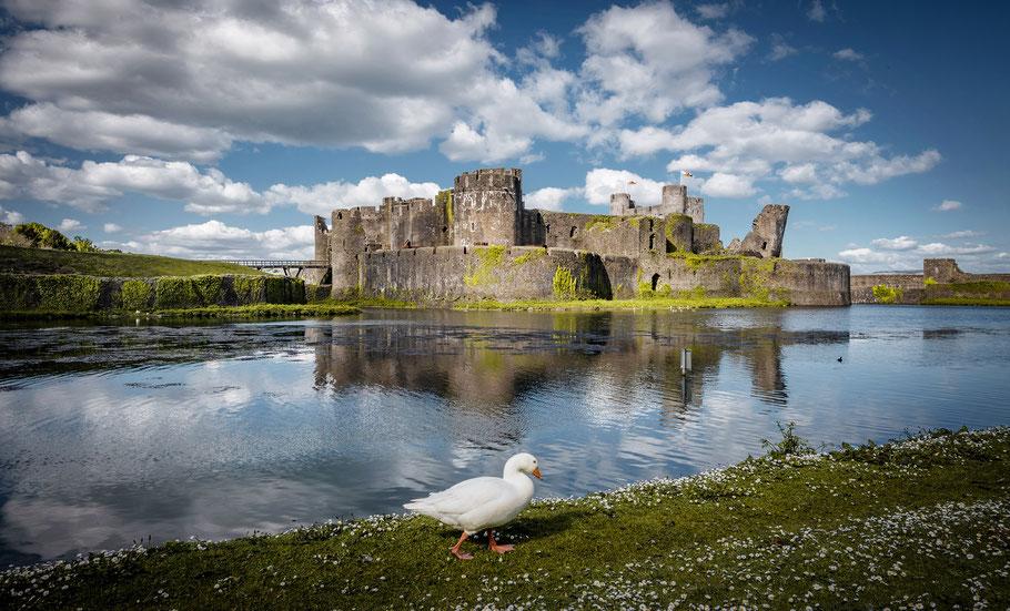 Caerphilly Castle nördlich von Cardiff