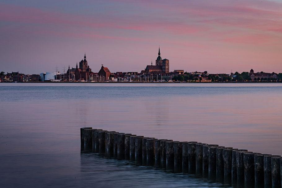 Stralsund bei Nacht, Hafen Altefähr, Insel Rügen