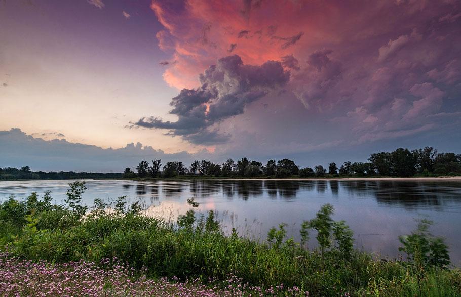 Entschleunigung und Entspannung bei einer Fotoreise, Fluss im Abendrot