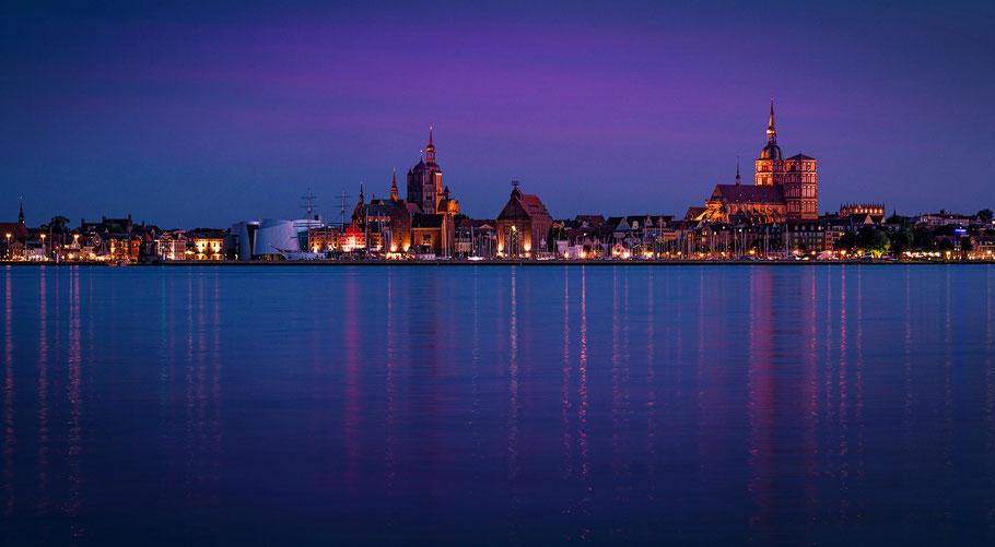 Stralsund bei Nacht, Insel Rügen, Ostsee
