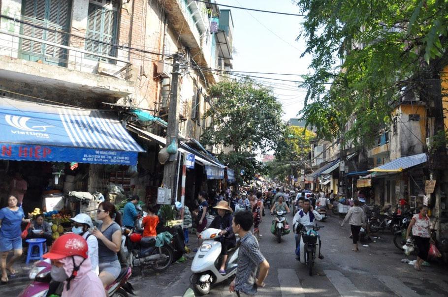 Roller Mopeds und das Chaos von Hanois Altstadt